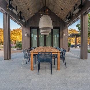 Modelo de patio de estilo de casa de campo, grande, en patio lateral y anexo de casas