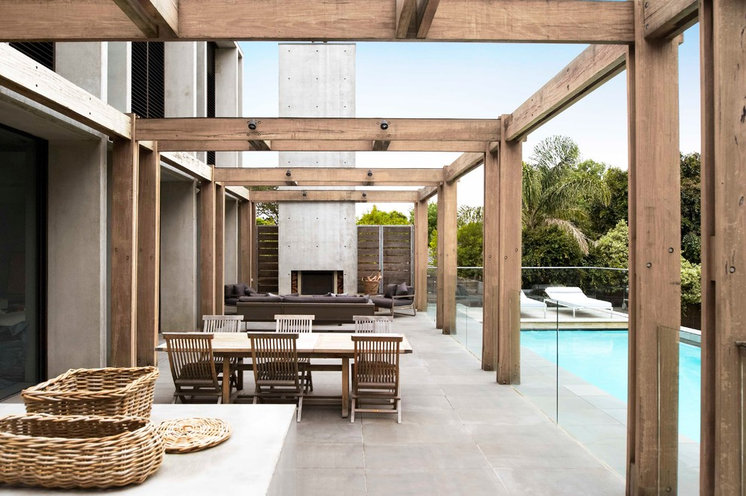 Contemporary Patio by Robert Mills Architects and Interior Designers