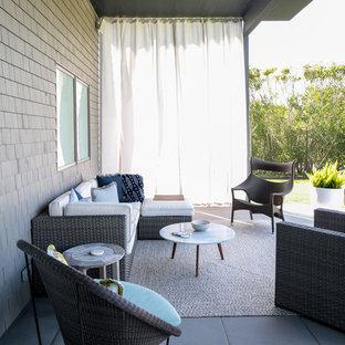 Imagen de patio actual, de tamaño medio, en patio trasero y anexo de casas, con jardín de macetas