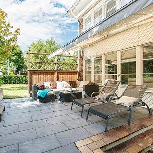 Imagen de patio actual con toldo y suelo de baldosas