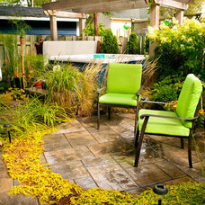 Traditional Patio by Plani-paysage inc.