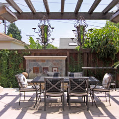 traditional patio by Shelley Gardea