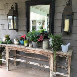 Ispirazione per un patio o portico bohémian di medie dimensioni e dietro casa con pedane e un tetto a sbalzo