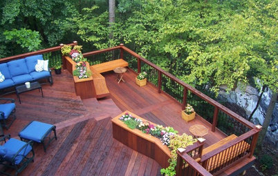 Choosing a Deck: Plastic or Wood?