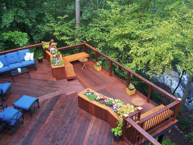 Choosing a deck plastic or wood for Cedar decks pros and cons