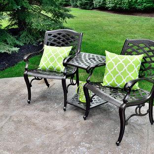 Ispirazione per un patio o portico moderno dietro casa con cemento stampato e nessuna copertura