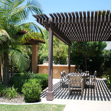 Modern Patio by Belle Terre Landscapes