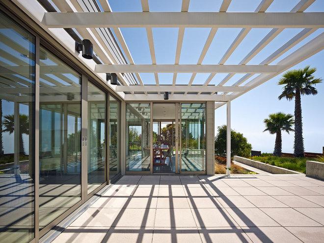 Modern Patio by WNUK SPURLOCK Architecture