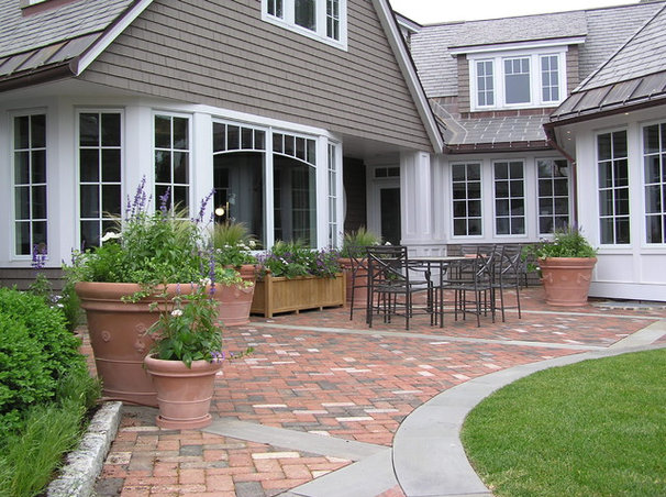 Traditional Patio by Woodburn & Company Landscape Architecture, LLC