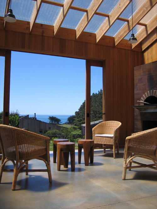 Example Of A Trendy Patio Design In San Francisco With A Fire Pit