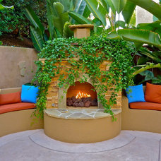 Tropical Patio by Stonebrook Landscapes
