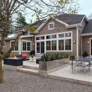 Foto di un patio o portico contemporaneo dietro casa con nessuna copertura e ghiaia