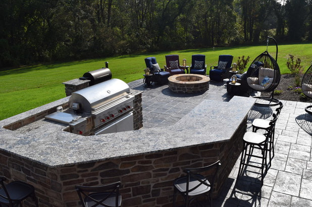 Clásico Patio by TDH LANDSCAPING