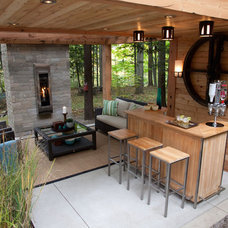 Contemporary Patio by Sealy Design Inc.