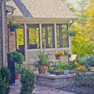 Idee per un grande patio o portico chic dietro casa con cemento stampato