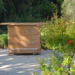 Esempio di un patio o portico design di medie dimensioni e dietro casa con pavimentazioni in pietra naturale e nessuna copertura