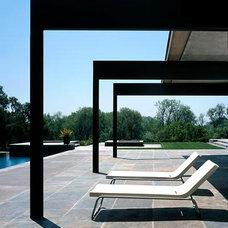 Modern Patio by Swatt Architects