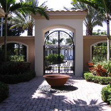 Tropical Patio by Urban Design South