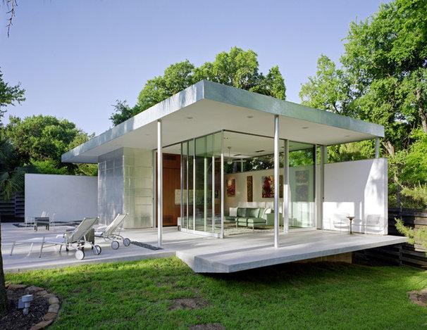 Modern Pool by Steinbomer, Bramwell & Vrazel Architects