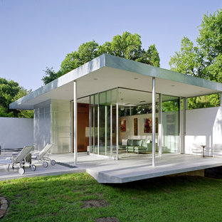 Inspiration for a small modern patio in Austin.