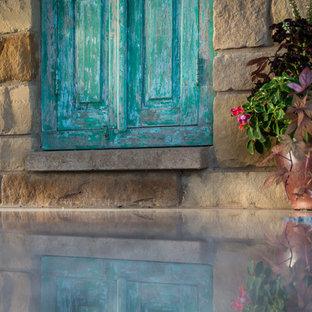 Immagine di un ampio patio o portico stile rurale in cortile