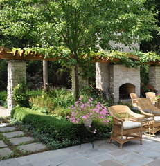 traditional landscape by Milieu Design