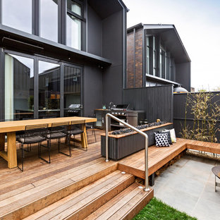 This is an example of a backyard patio in Melbourne with an outdoor kitchen and decking.