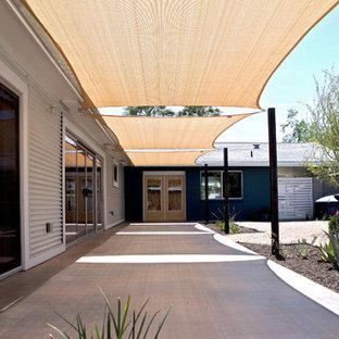 Minimalist patio photo in Phoenix