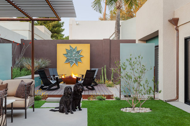 Contemporary Courtyard by Coffman Studio
