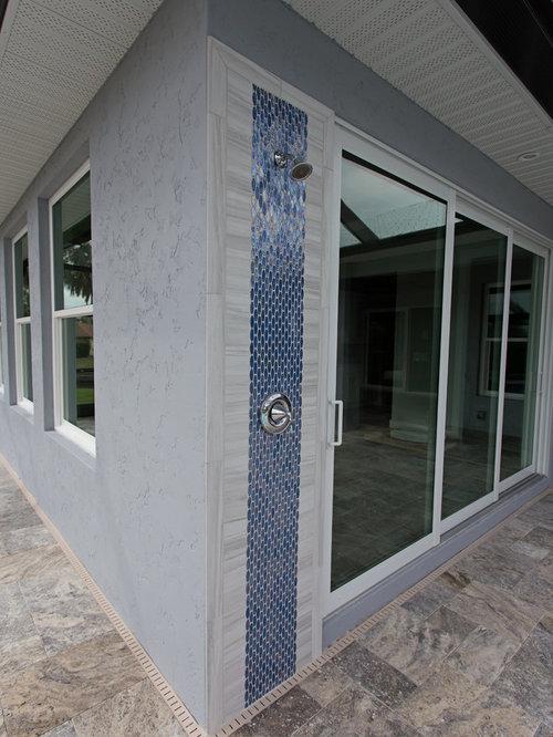 photos et id es d co de terrasses avec une douche ext rieure contemporaines avec un auvent. Black Bedroom Furniture Sets. Home Design Ideas
