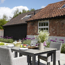 Farmhouse Patio by Rendall & Wright