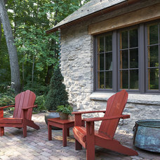 rustic patio by Murphy & Co. Design