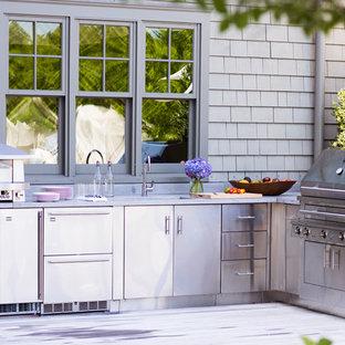 Imagen de patio clásico, sin cubierta, con cocina exterior