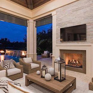 Modelo de patio clásico renovado, extra grande, en patio trasero y anexo de casas, con brasero