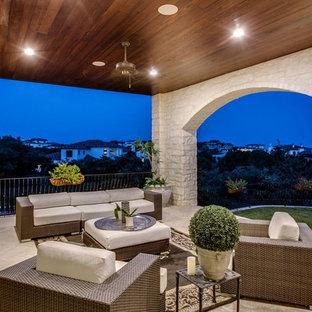 Imagen de patio mediterráneo, grande, en patio trasero y anexo de casas, con cocina exterior y adoquines de piedra natural