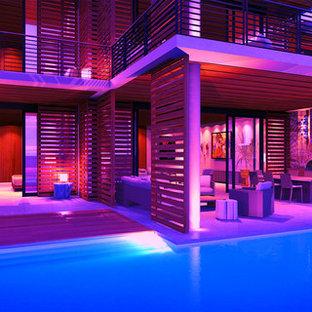 Ispirazione per un patio o portico minimalista di medie dimensioni e dietro casa con lastre di cemento e nessuna copertura
