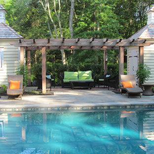 Idee per un patio o portico chic con pavimentazioni in pietra naturale e un gazebo o capanno