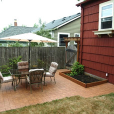 Traditional Patio by Seattle Staged to Sell and Design LLC
