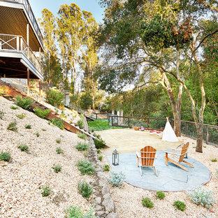 Ispirazione per un grande patio o portico country dietro casa con pavimentazioni in pietra naturale