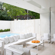 Modern Patio by Robert Mills Architects and Interior Designers