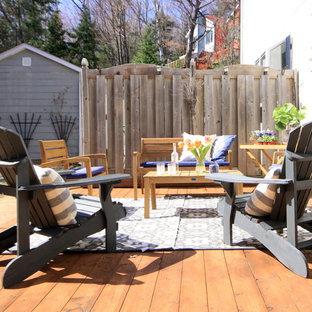 Immagine di un patio o portico tradizionale di medie dimensioni e nel cortile laterale