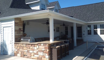Traditional Patio & Outdoor Kitchen