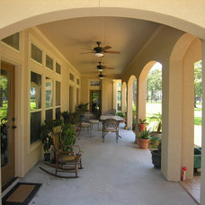 Traditional Patio by Arte Architecture