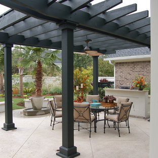 Inspiration for a timeless patio kitchen remodel in Charleston with a pergola