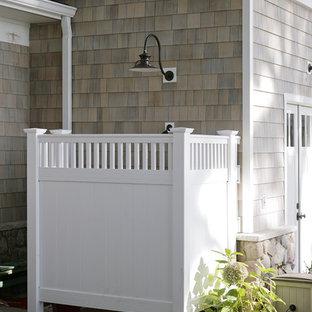 Esempio di un ampio patio o portico classico con cemento stampato