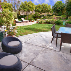 contemporary patio by Kathryn Waltzer