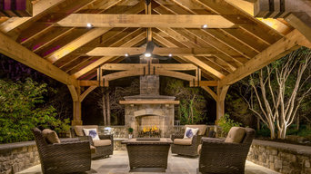 Transitional Style Outdoor Living Space