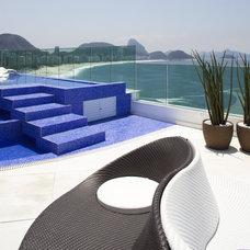 Modern Patio by Eduardo Raimondi . Fotografia de Arquitetura