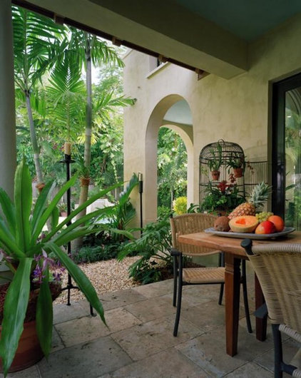 tropical patio by orlando comas, landscape architect.
