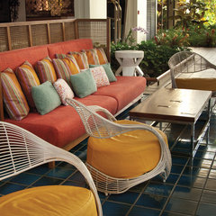 tropical patio by Philpotts Interiors